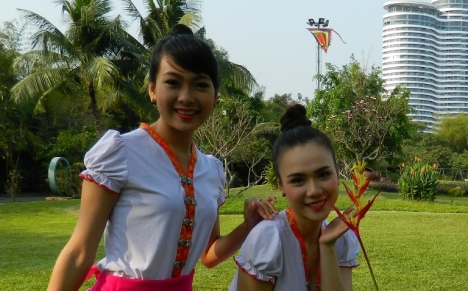 2 ca si tre Uyen Phuong - Diep Le